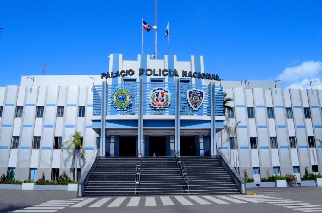 Resultado de imagen para fachada policia nacional