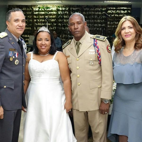 La sargento (PN) Verónica Ramírez Matos y el capitán (ERD) Manuel Céspedes Cabrera